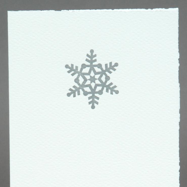 w1-schneeflocken-silber-auf-weiss